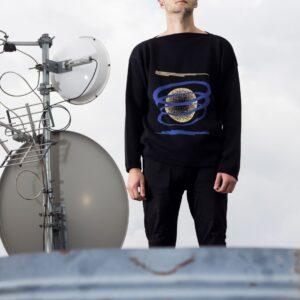 SORT - originální pánský svetr s křivým lemem